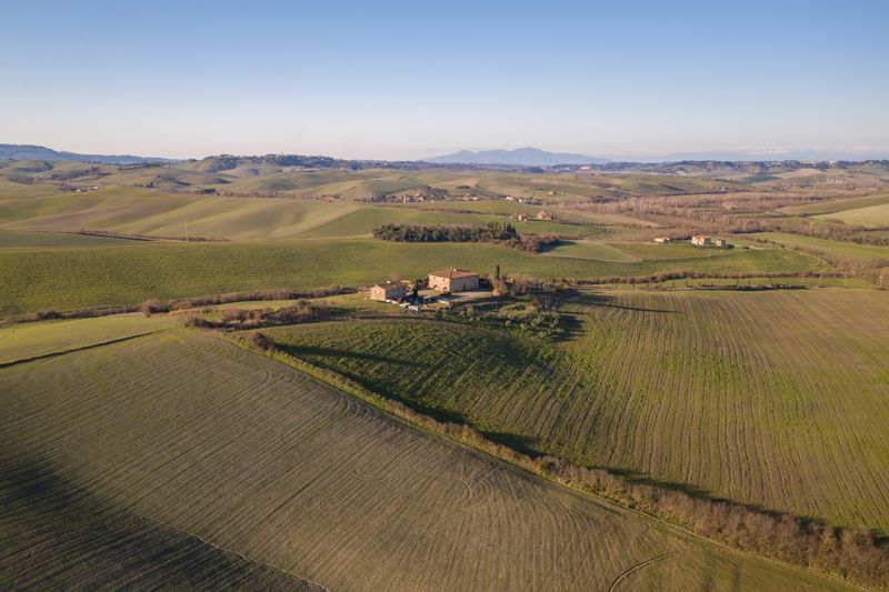 Il Podere – 10 BED FARMHOUSE WITH 2 ADDITIONAL APARTMENTS